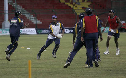 1243700216-six-sri-lankan-cricket-players-wounded-in-pakistan-attack1