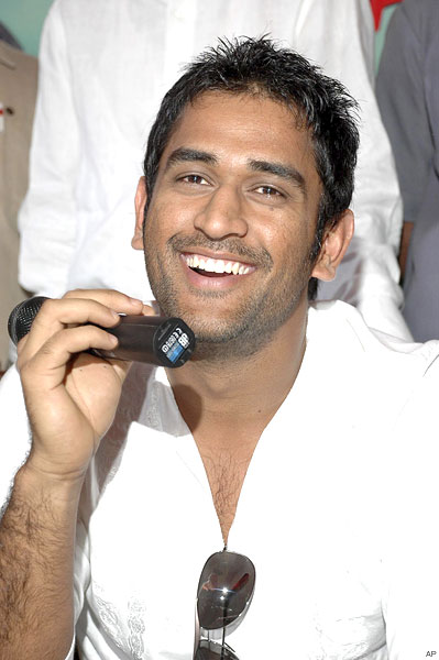 http://worldinspiration.files.wordpress.com/2009/03/12_dhoni_fans_2304_430xx.jpg