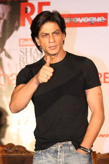 http://worldinspiration.files.wordpress.com/2009/06/shahrukh-khan-filmare-october2.jpg